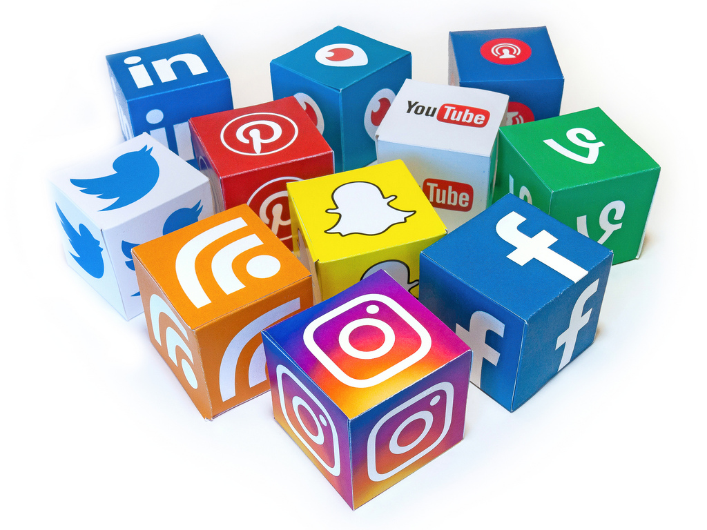 social media store topper
